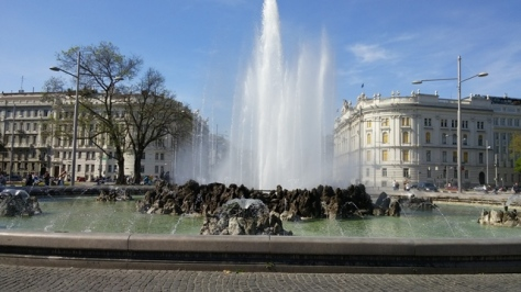 Fountain on the Schwarzenburg Platz (Square) walking to Belvedere Palace.
