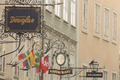 Shopping street of Salzburg: Getreidegasse.