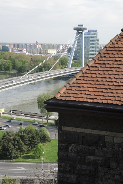 UFO-like tower strides atop New Bridge, Bratislava