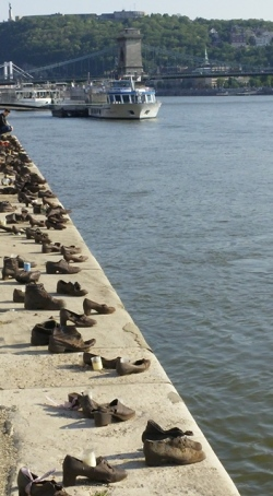 Memorial to the Jews on the Danube