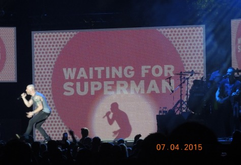 Daughtry performs Superman i his encore.