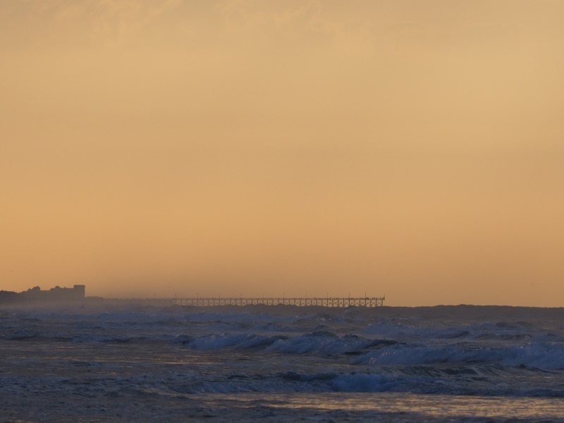 Alt: Distant pier